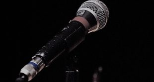 microphone-2021795_960_720